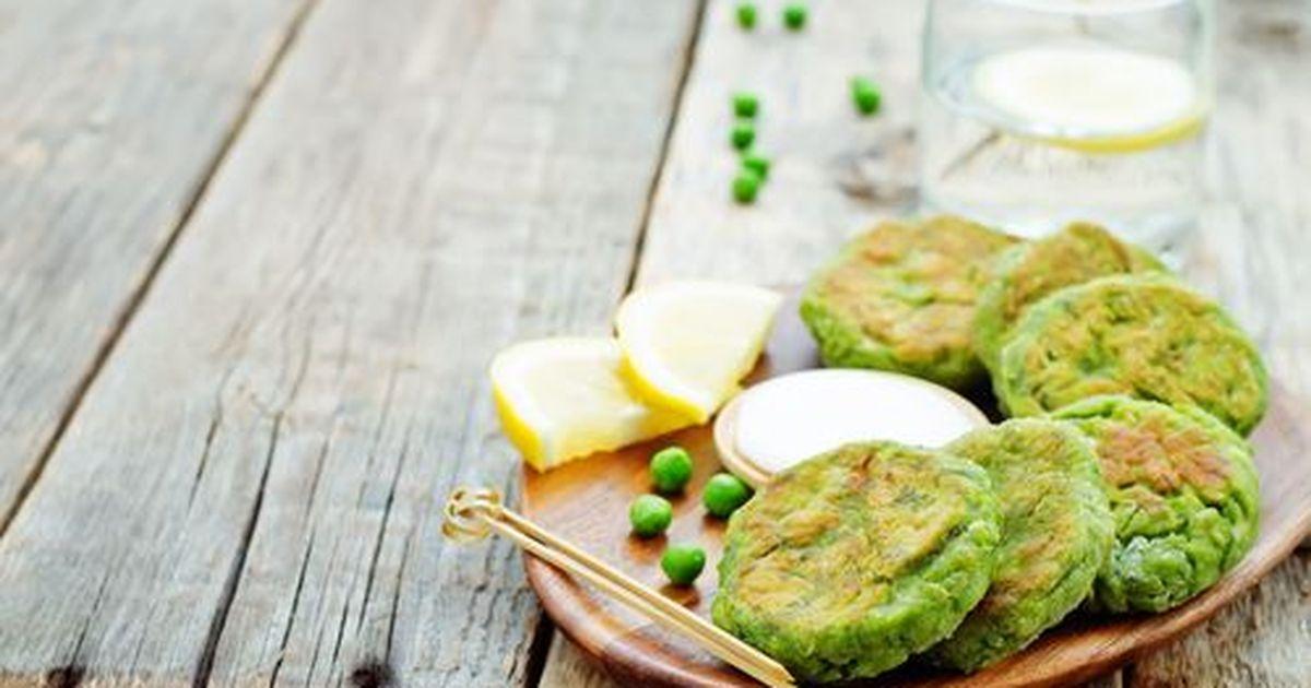 Фото Ароматные гороховые оладьи, которые готовятся из гороховой муки. В них можно добавлять различные овощи. Получается очень вкусно и сытно!