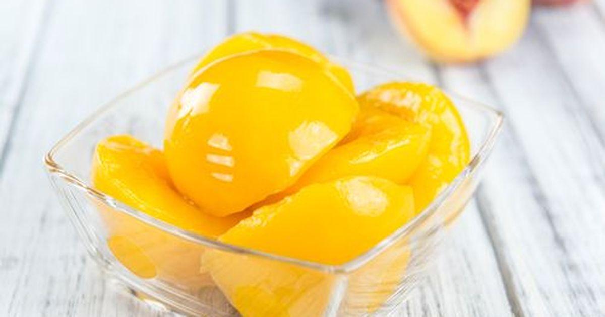 Фото Содержимое большой банки зимой исчезает в один миг! Поэтому закатывайте побольше! Кстати, вы получите не только персики, но и вкуснейший компот.