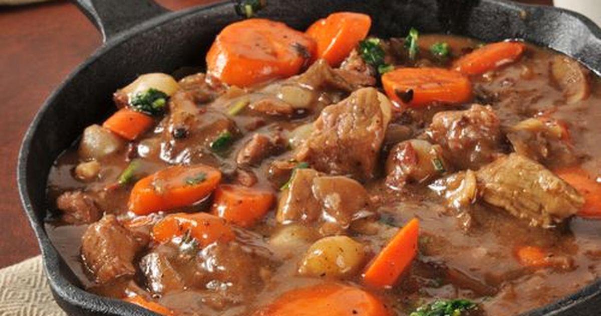 Фото Бёф бургиньо́н (фр. bœuf bourguignon — говядина по-бургундски) — традиционное, но не широко распространённое блюдо французской кухни.