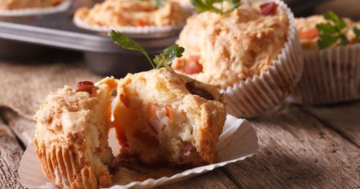 Фото Закусочные кексики с ветчиной и сыром