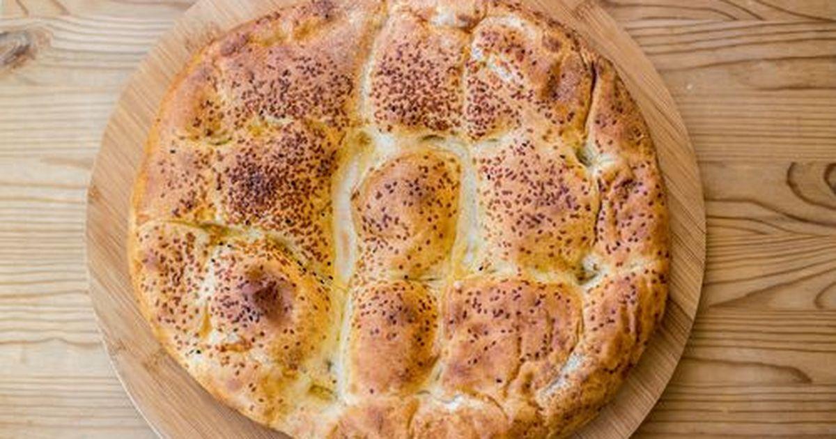 Фото Погача- это вид низкого хлеба . Очень популярна на Балканах и как праздничный и как повседневный хлеб.