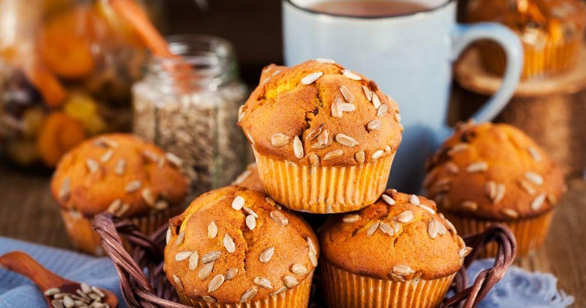 Фото Рецепт полезной осенней выпечки: несладкие тыквенные кексы с семечками и кукурузной мукой.
