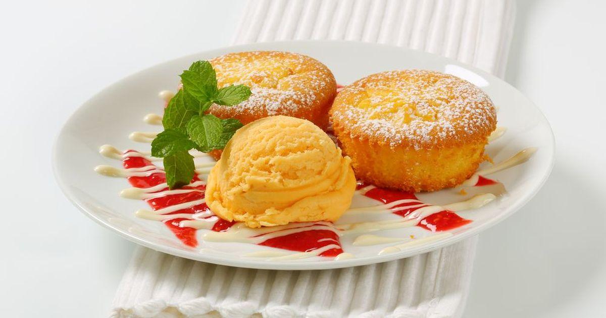 Фото Лимонные маффины — десерт для всех, кто не представляет своей жизни без выпечки и цитрусовых. Нежный вкус и пряный аромат гарантированы!