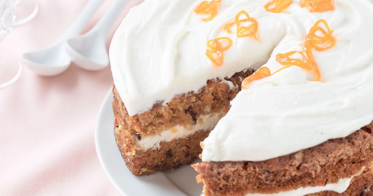 Фото Домашний торт на кефирном тесте с вареньем и сметанным кремом