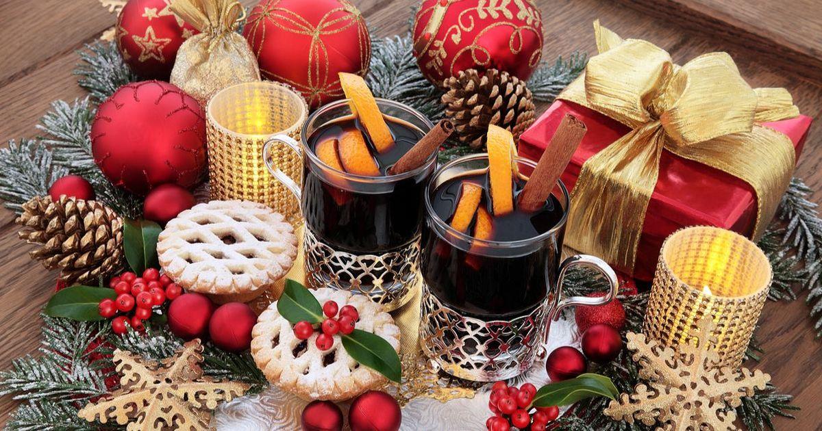 Фото У многих глинтвейн ассоциируется с алкоголем. Но как быть если вы не употребляете алкоголь, но хотите порадовать своих близких вкусным напитком на новогодние праздники? Выход очень прост! Глинтвейн, приготовленный на основе соков и чая покажется вам