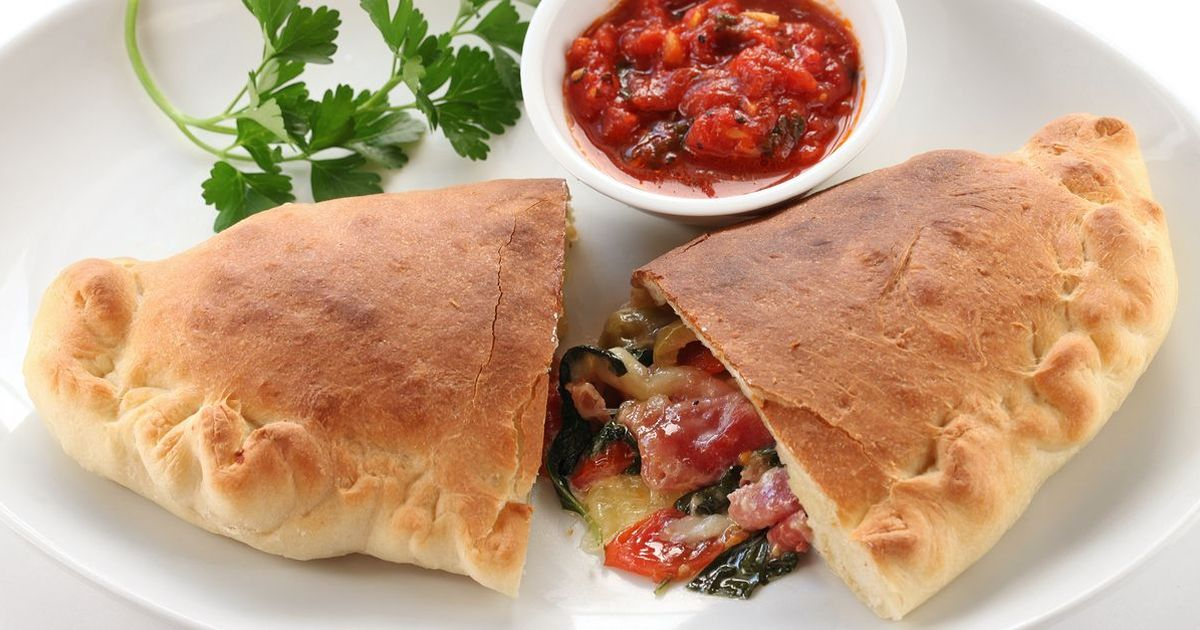 Фото Кальцоне с овощами и сыром
