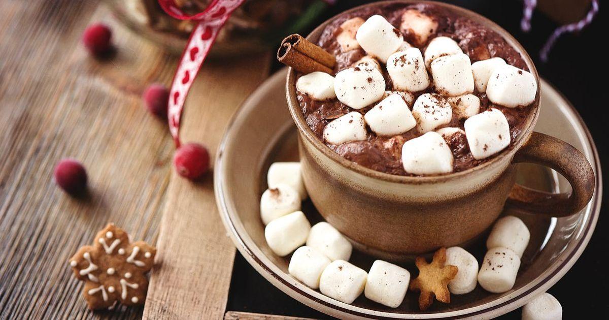 Фото Вкусный и ароматный горячий шоколад - то, что нужно, чтобы согреваться холодными зимними вечерами. Для того, чтобы приготовить его, необязательно долго стоять у плиты.