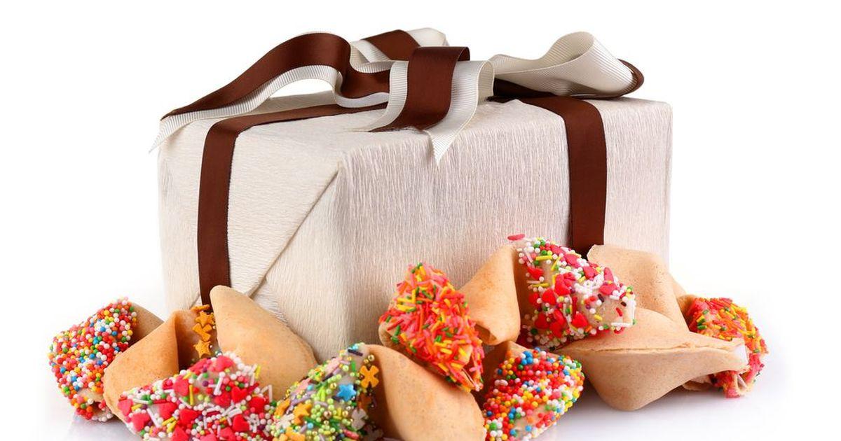 Фото Новогоднее печенье с предсказаниями