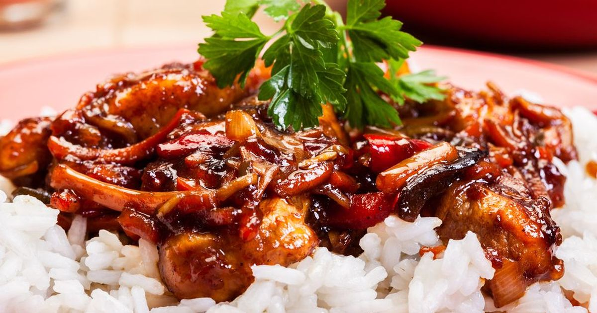 Фото Визитная карточка китайской кухни - свинина, которую готовят десятками самых разных способов. Сегодня мы покажем один из них. Эта свинина получается невероятно сочной и вкусной, подавать ее рекомендуется с нейтральным гарниром в виде риса или пасты.
