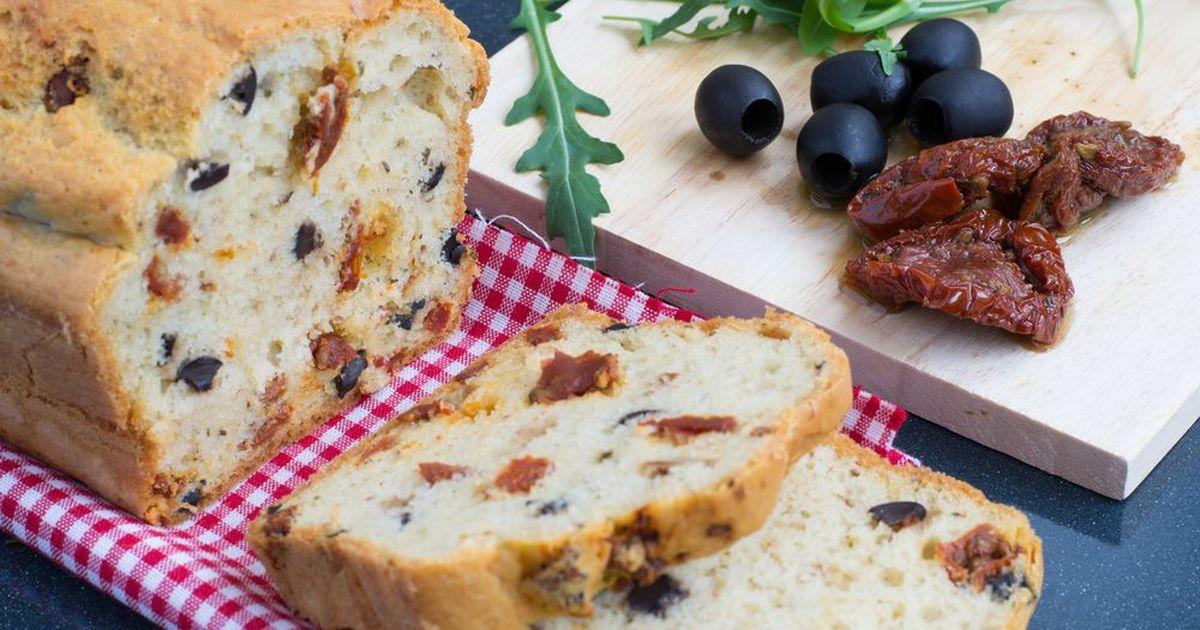 Фото Хлеб с вялеными помидорами и маслинами