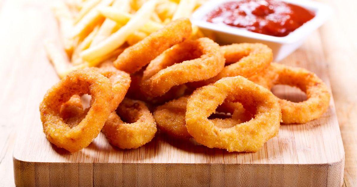 Фото Хрустящие луковые кольца – вкусный снэк своими руками. В странах Азии эти блюда – настоящий хит! Их можно дополнить соевым соусом, майонезом или кетчупом.