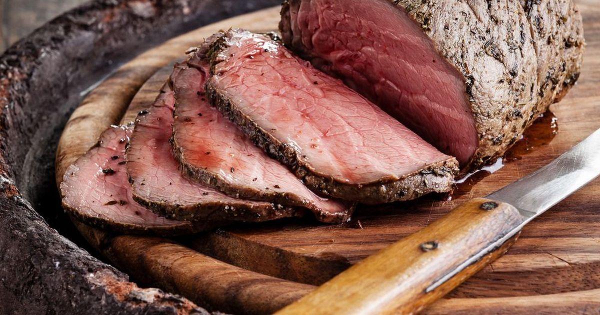 Фото .Всем, у кого в семье есть любители мяса - специально для вас рецепт! Полендвица - это безумно вкусная сыровяленая свинина! На праздничном столе такое мясо несомненно будет пользоваться успехом, оно долго сохраняет свои вкусовые качества и аромат!
