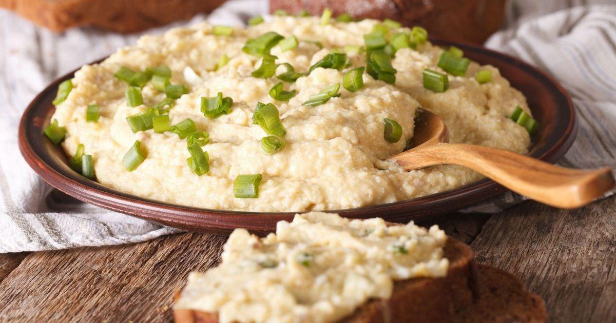 Фото Предлагаем вам приготовить форшмак в качестве закуски на праздничный стол. Блюдо состоит из филе селедки, яблок и белого хлеба, согласитесь, очень необычное сочетание, но вкус просто потрясающий!