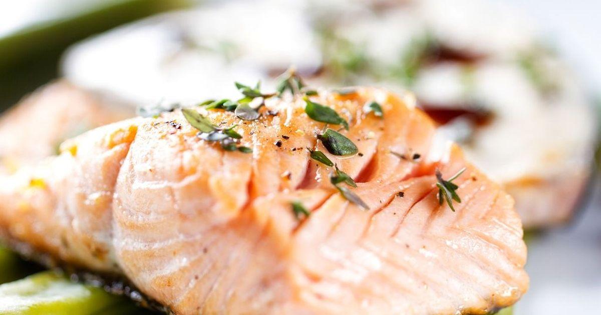 Фото Лосось - очень полезная и вкусная рыба. Предлагаем вам приготовить на ужин запеченного лосося в сливочно-горчичном соусе,  рыба станет нежной и сочной, никто не устоит перед таким ужином!
