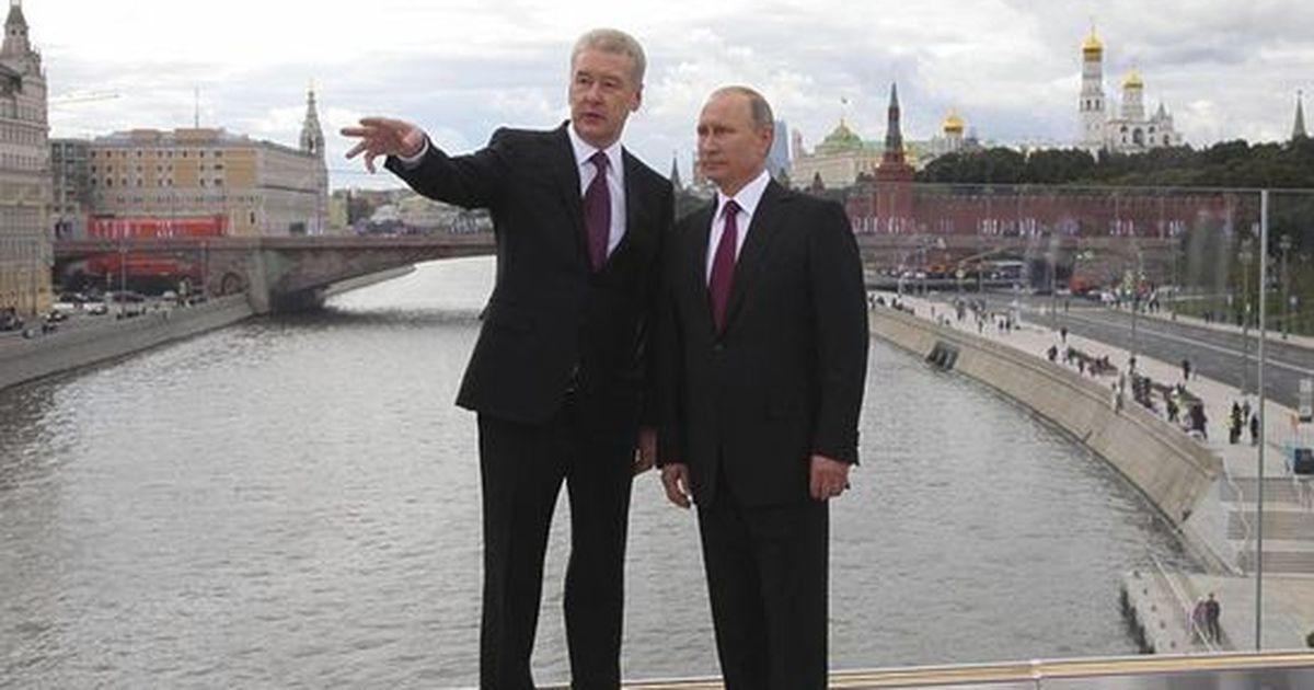 """Фото """"Спасибо вам от всех москвичей"""": довольный Путин прогулялся по """"Зарядью"""""""