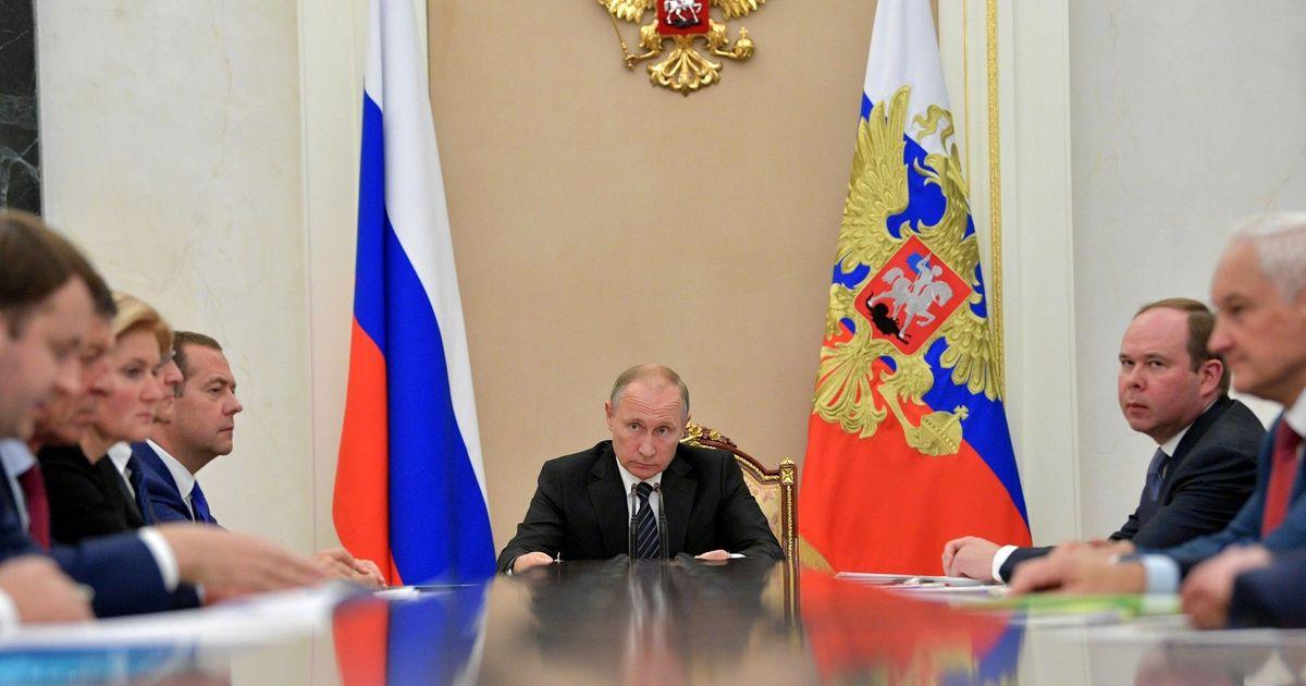 Фото Орешкин пообещал Путину поднять зарплаты россиянам на 10 процентов