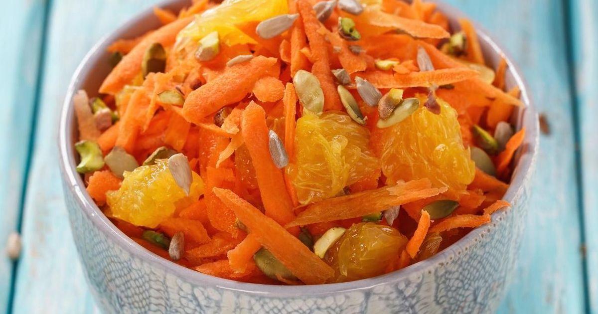 Фото Полезный салат из тыквы, апельсинов и моркови