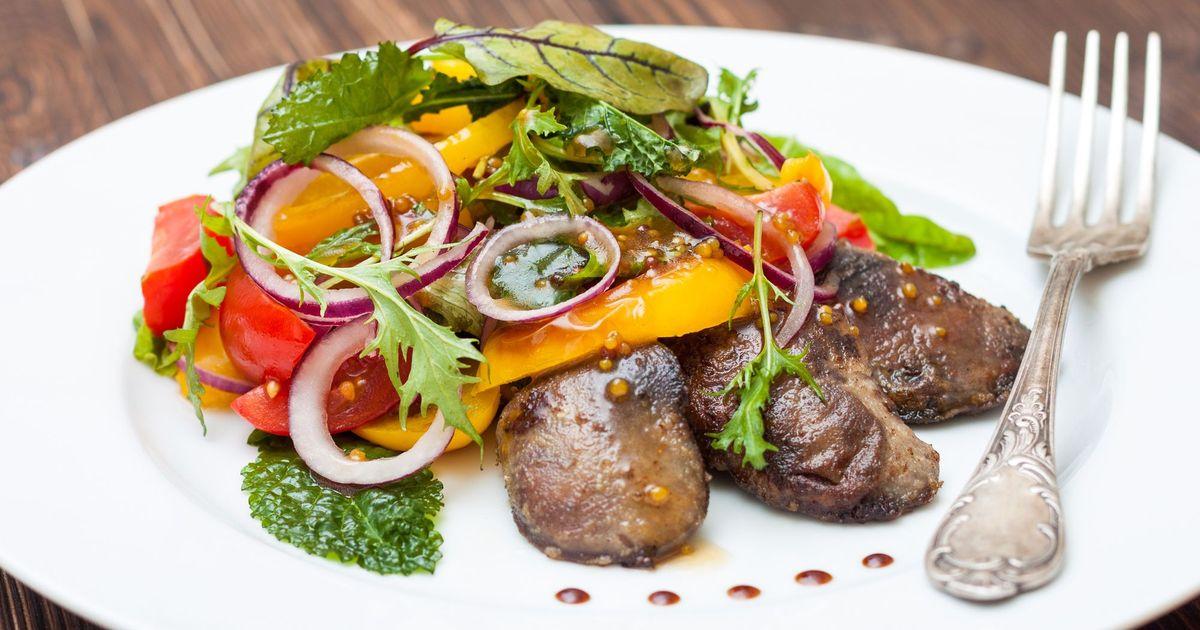 Фото Теплый салат с куриной печенью