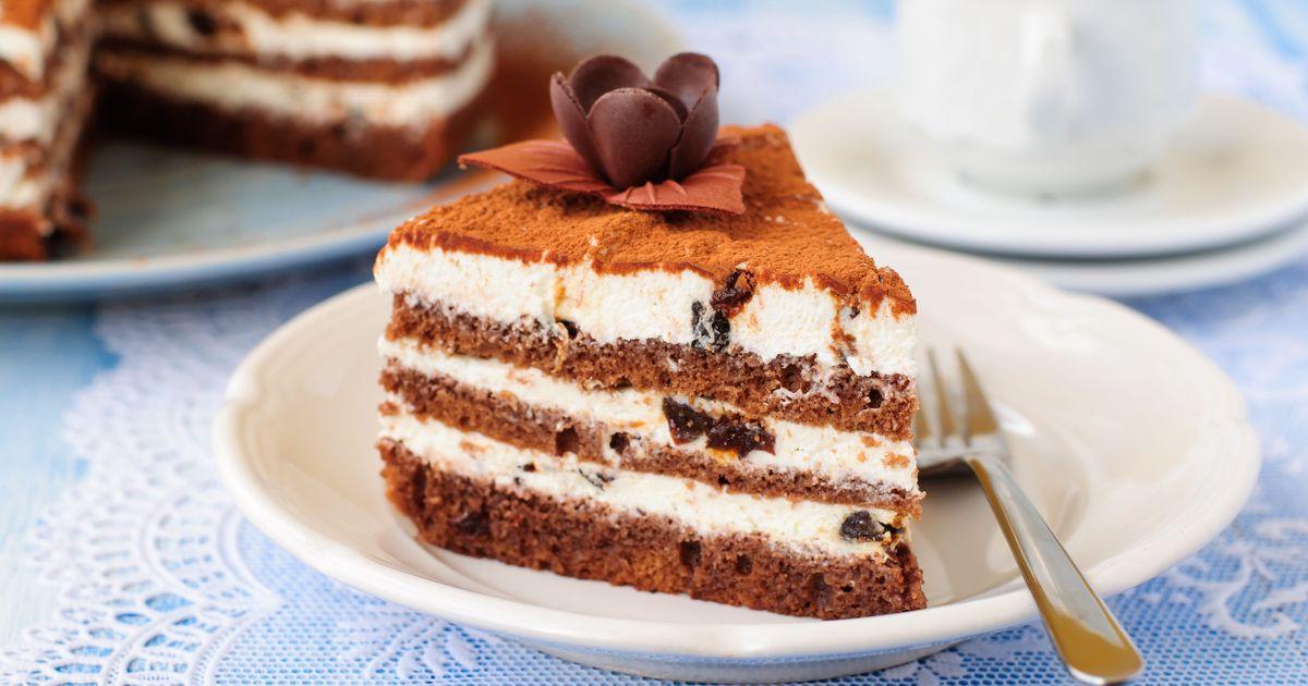 Фото Шоколадный торт со сливочным кремом и черносливом – вкус бесподобный!