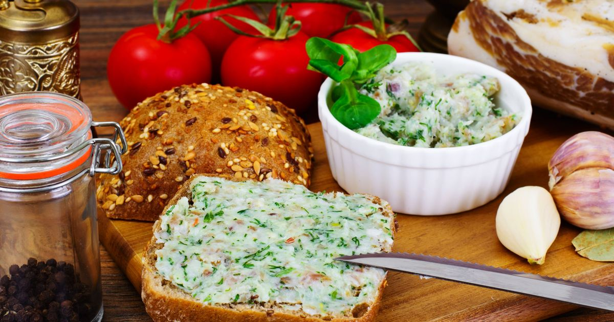 Фото Закуска из сала и чеснока со свежей зеленью