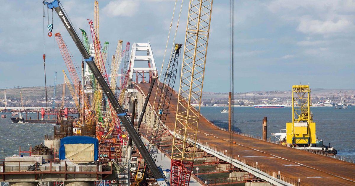 Фото Нужно отдать мост Украине