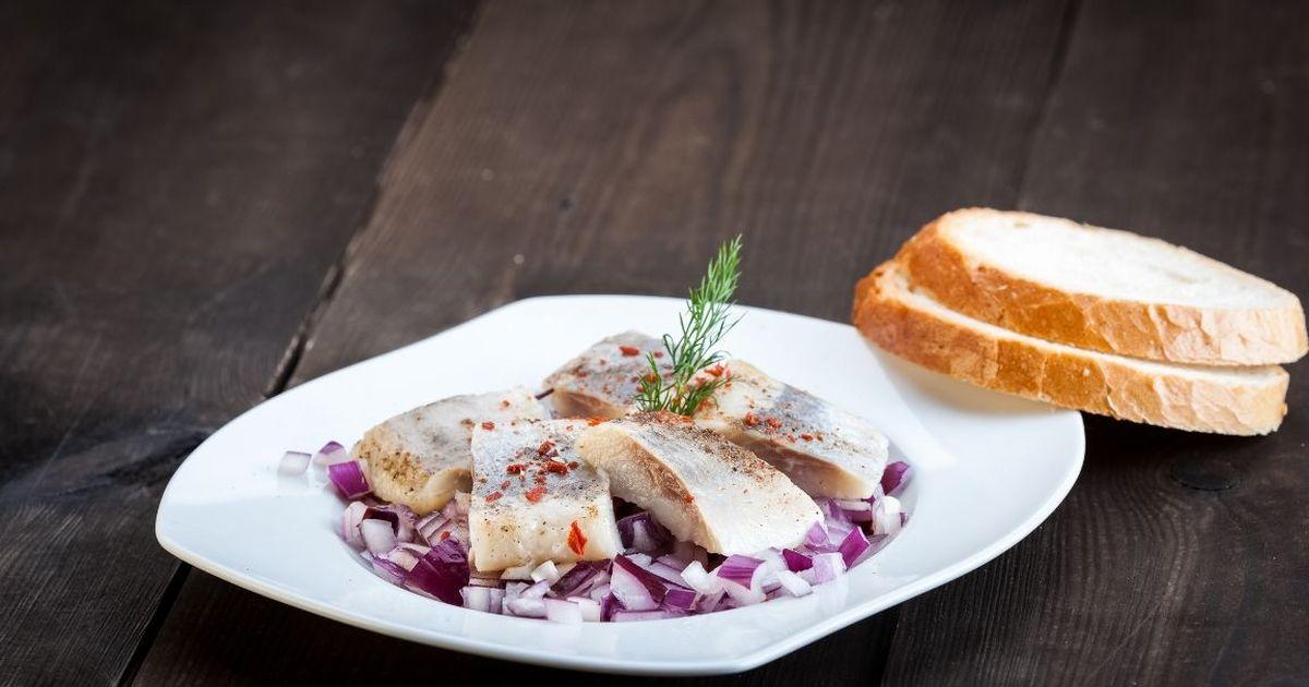 Фото Аппетитная селёдка с хересом и перцем чили