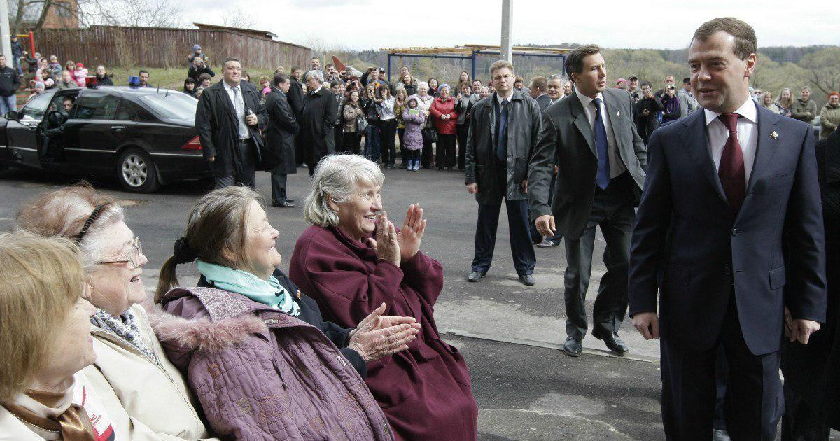 Фото Медведев объявил о повышении пенсионного возраста