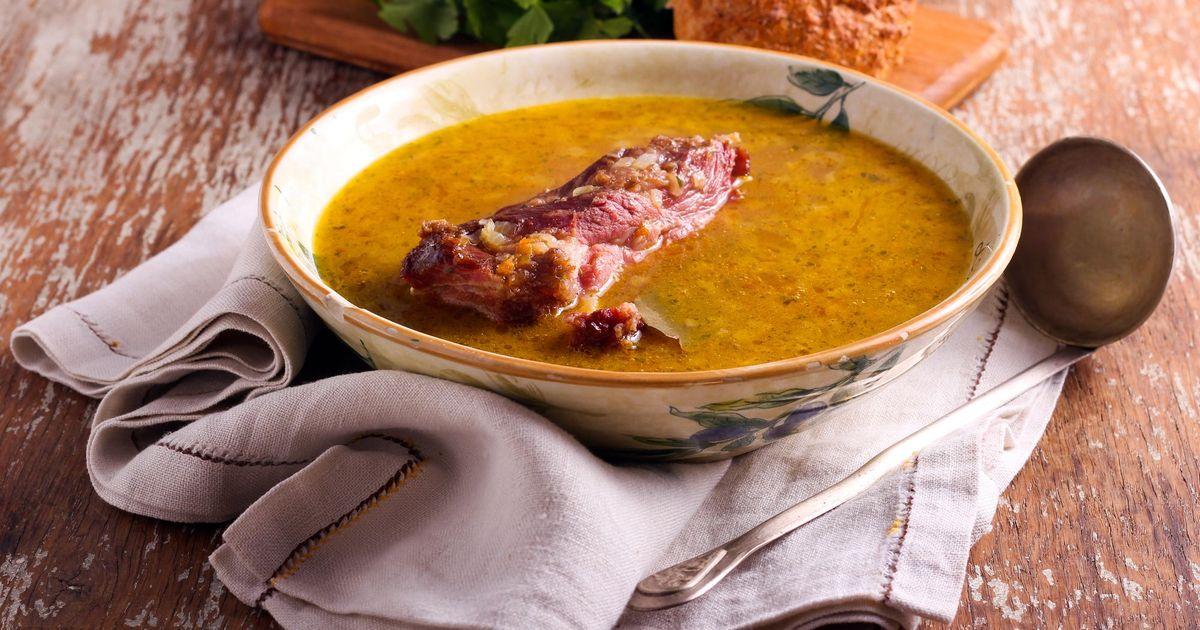 Фото Ароматный суп с горохом и свиными ребрышками
