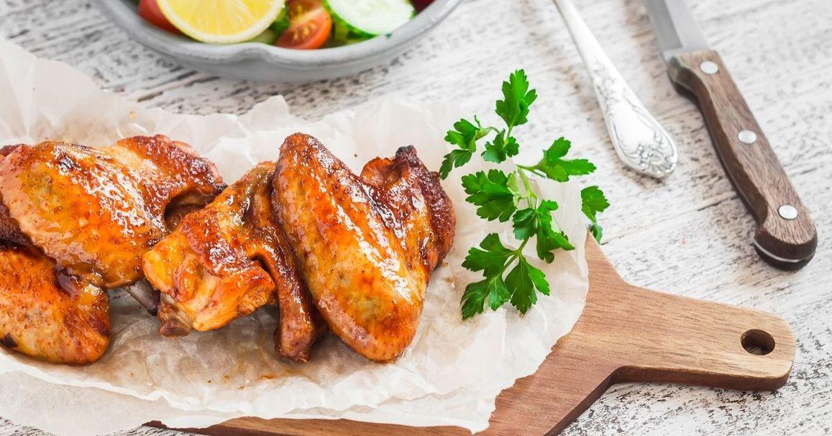 Фото Аппетитные куриные крылья в медовом соусе