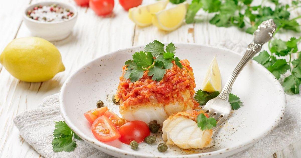 Фото Аппетитная тушеная рыба с томатами