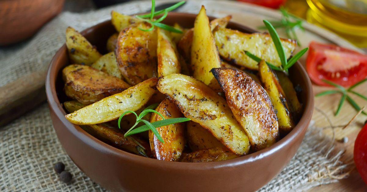 Фото Запеченный картофель с розмарином