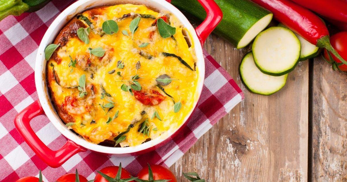 Фото Аппетитные кабачки, запеченные с помидорами и сыром