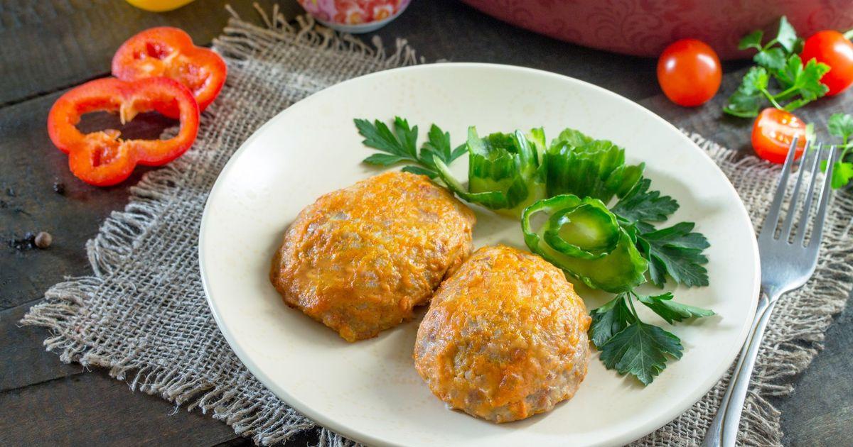Фото Рисовые котлеты с капустой в томатном соусе