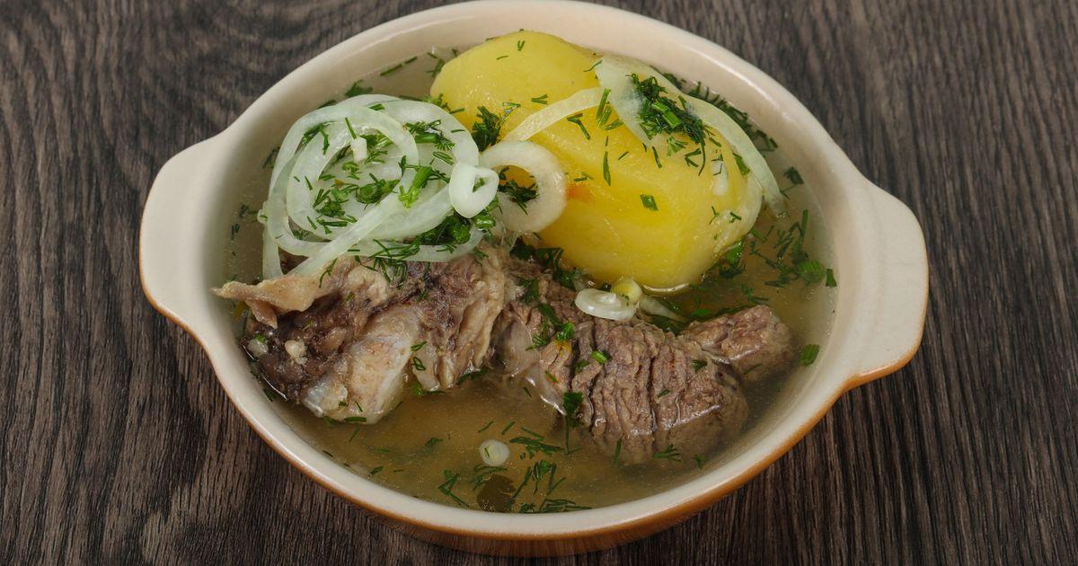 Фото Хашлама - это очень вкусное блюдо кавказской кухни. В осенние холода, когда хочется согреться тарелкой ароматного кушанья, хашлама пойдет на ура. Хашламу можно подавать и на первое, и на второе. Все ингредиенты пропитаются соками друг друга и вы и в