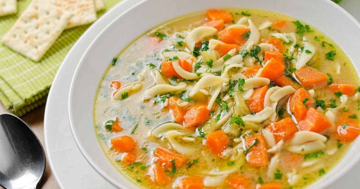 Фото Куриный суп с домашней лапшой