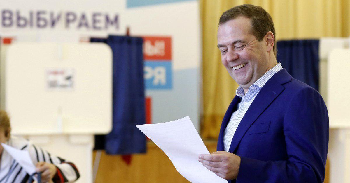 Фото Оправдал пенсионную реформу. О чем Медведев забыл в своей научной статье