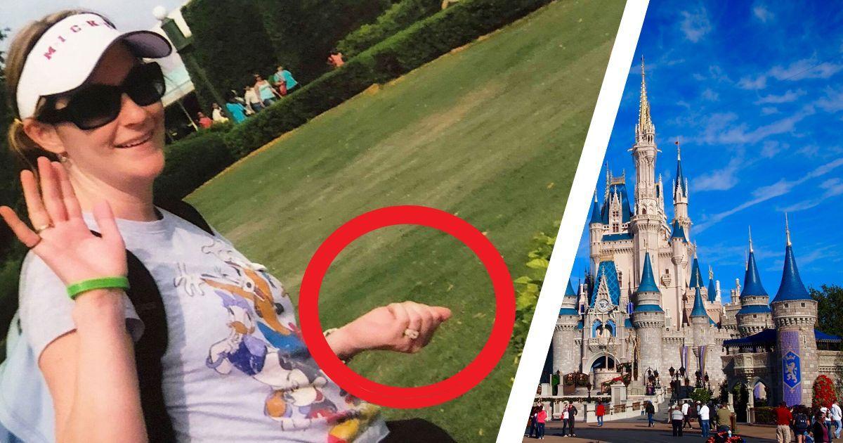 """Фото """"Так было нужно"""": женщина развеяла прах своей мамы в Диснеевском парке"""