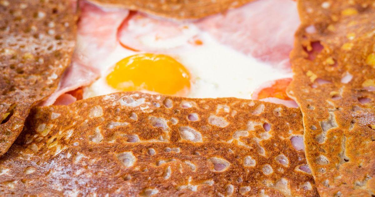 Фото Гречневый галет с ветчиной, яйцом и сыром