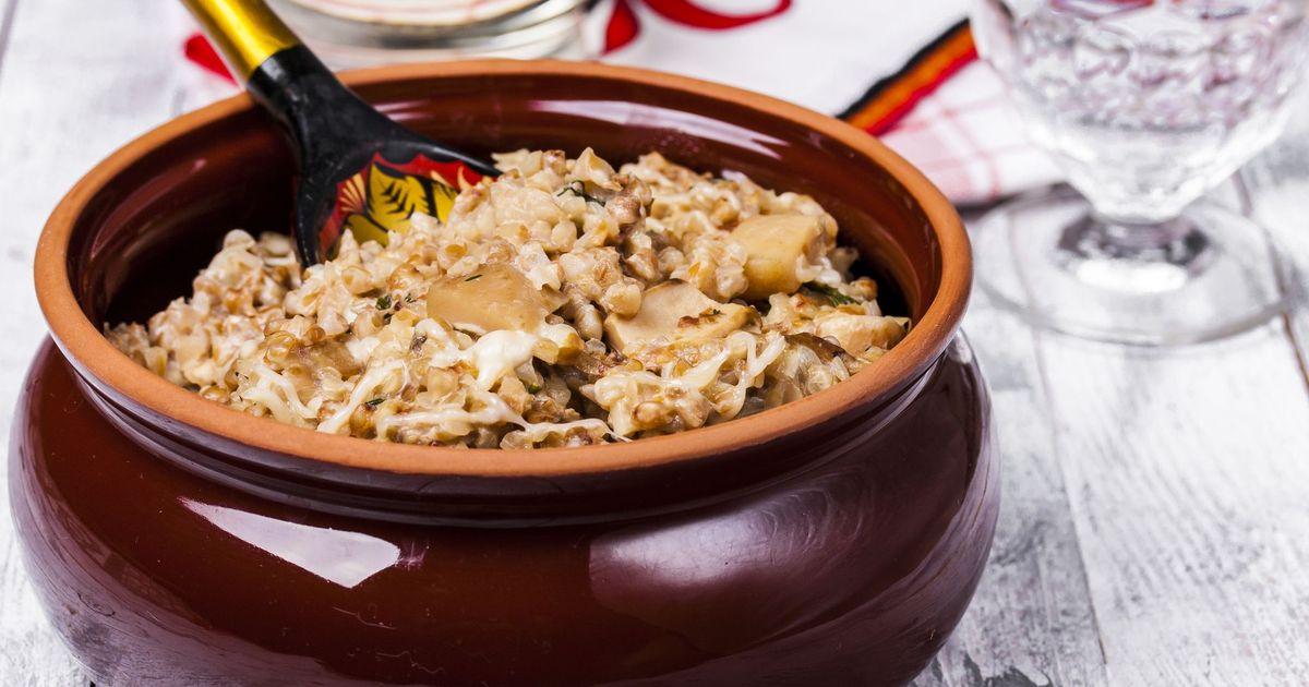 Фото Запеченная гречка в горшочке с грибами