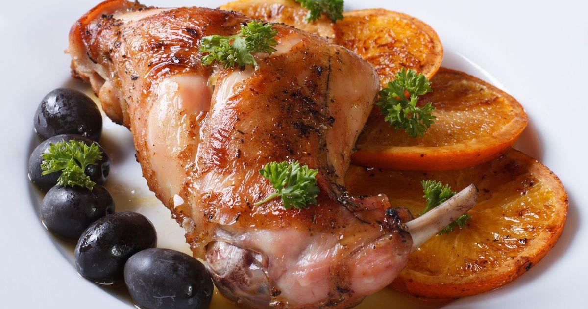 Фото Жареное мясо кролика с апельсинами