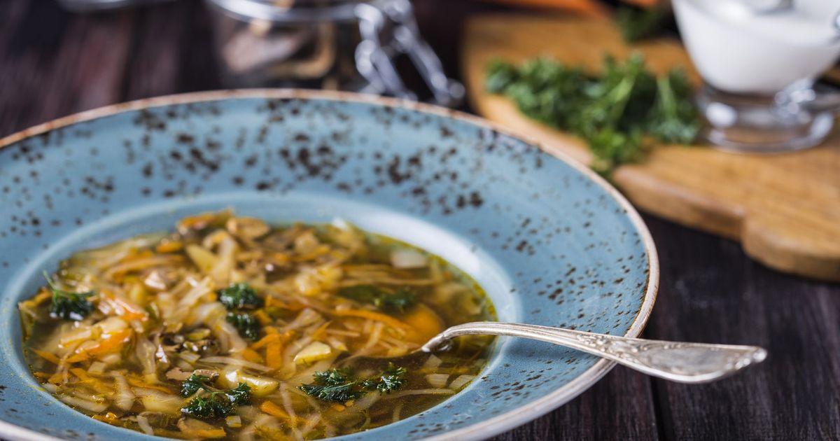 Фото Суп с сушеными грибами и капустой