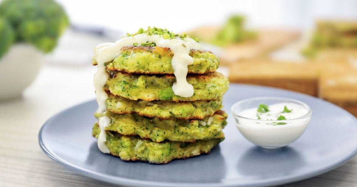 Фото Домашние оладьи из брокколи с сыром