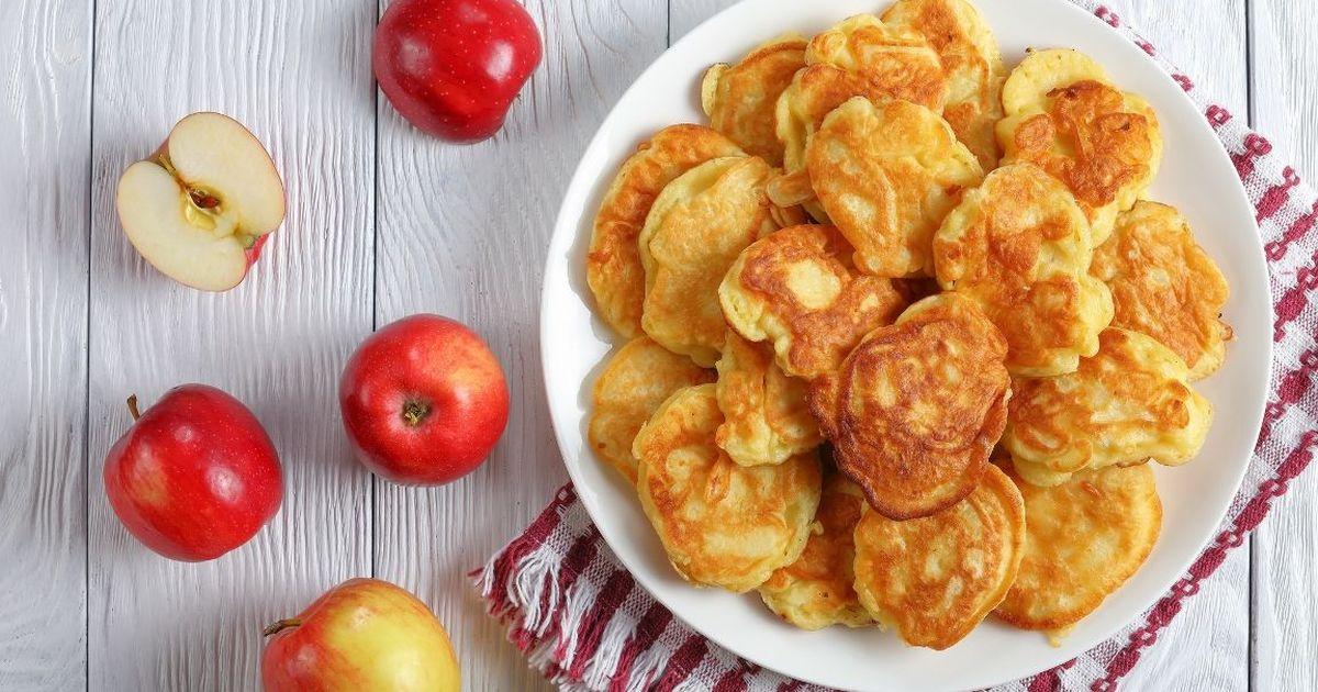 Фото Домашние оладьи с яблоками на кефире