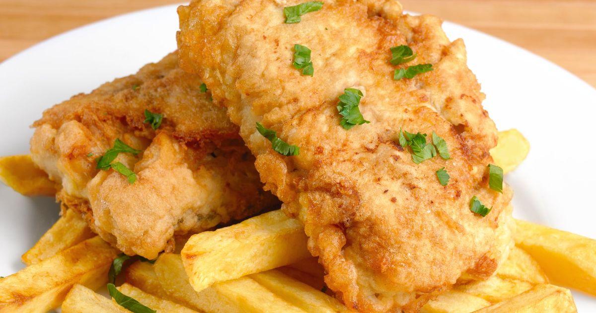 Фото Жареный минтай в кляре с картофелем фри