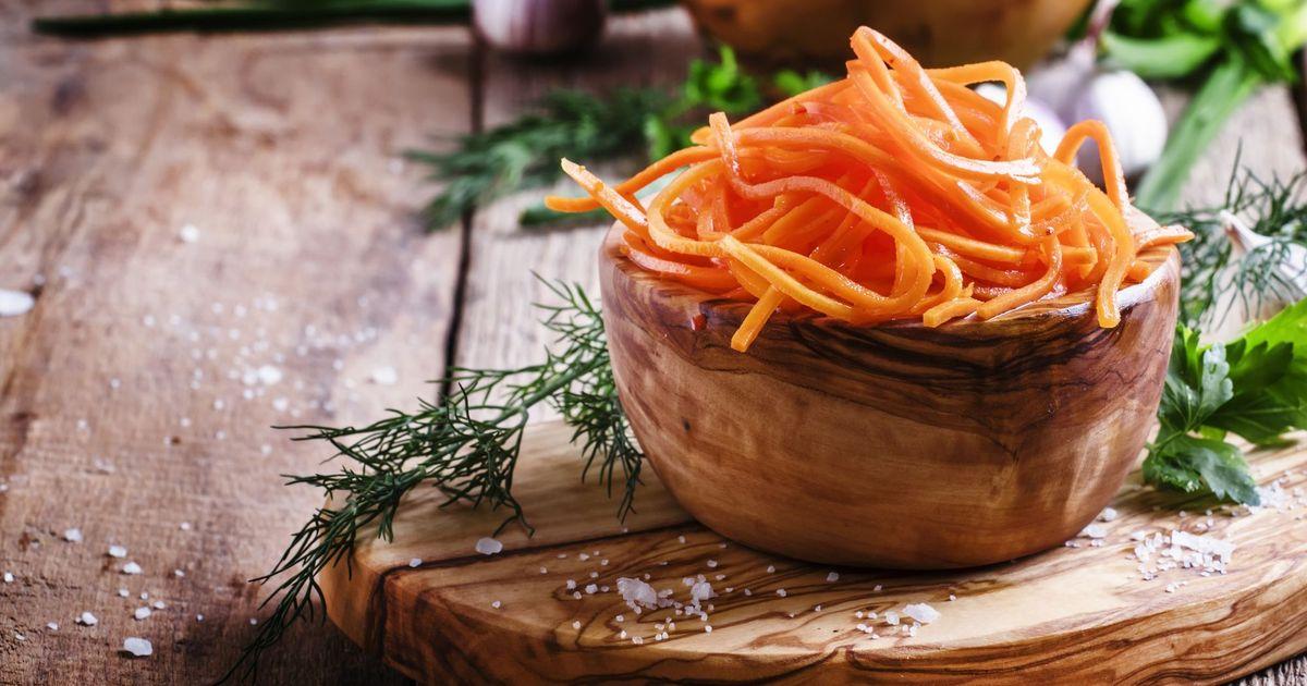 Фото Существует множество рецептов моркови по-корейски, но этот точно удивит вас своей простотой и вкусом. Морковь можно использовать для приготовления других блюд или самостоятельно подавать к гарнирам.