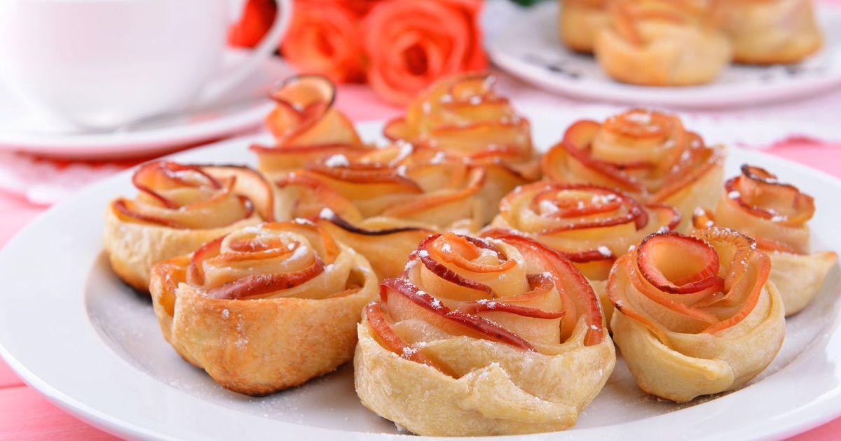Фото Яблочные розочки в слоеном тесте