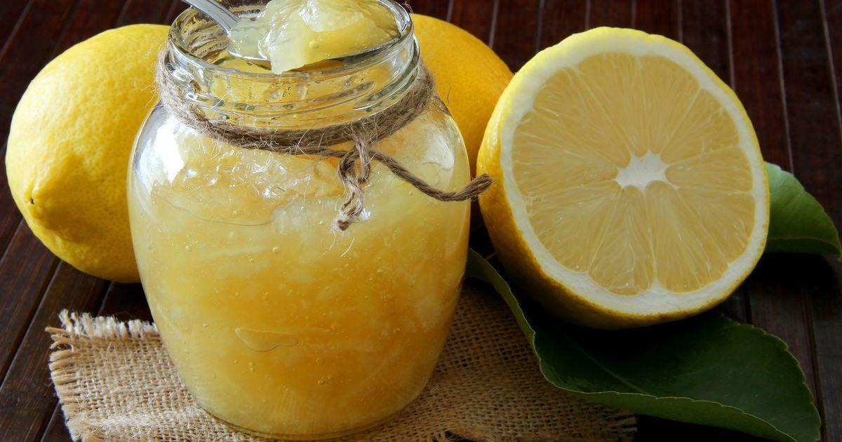 Фото Лимонное варенье - это не только вкусно, но  еще и невероятно полезно. Оно будет дополнять любое ваше чаепитие зимой, и охладительные напитки - летом. Оно получается красивого янтарного цвета, очень ароматное и вкусное. Вы точно останетесь в