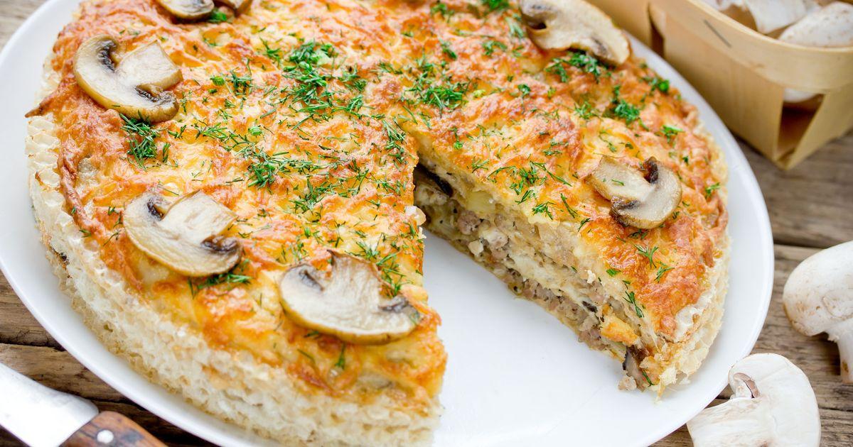 Фото Закусочный вафельный торт с курицей и грибами