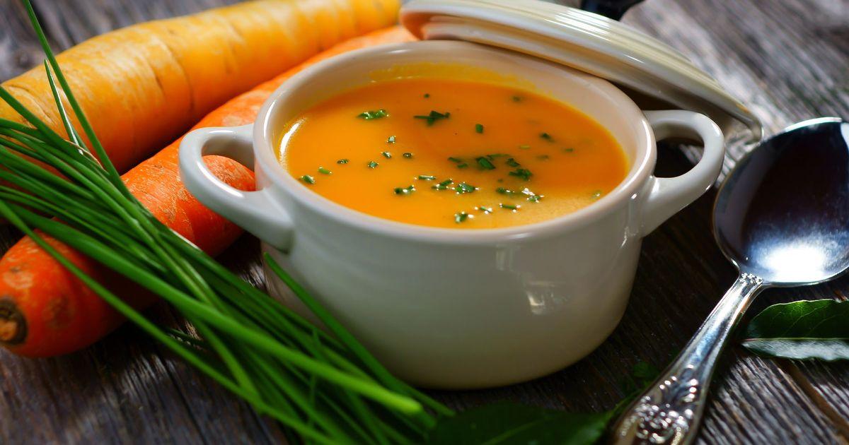 Фото Сегодня мы подготовили для вас рецепт необычного весеннего супа из морковного пюре с зеленью. Он получается  полезным, нежным, с приятной кремовой текстурой. Его яркий цвет радует глаз, а вкус сводит с ума.