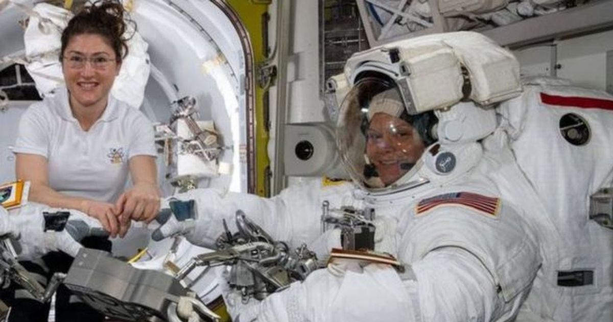 Фото Космос отменяется: женщинам-астронавтам на МКС не хватило скафандров